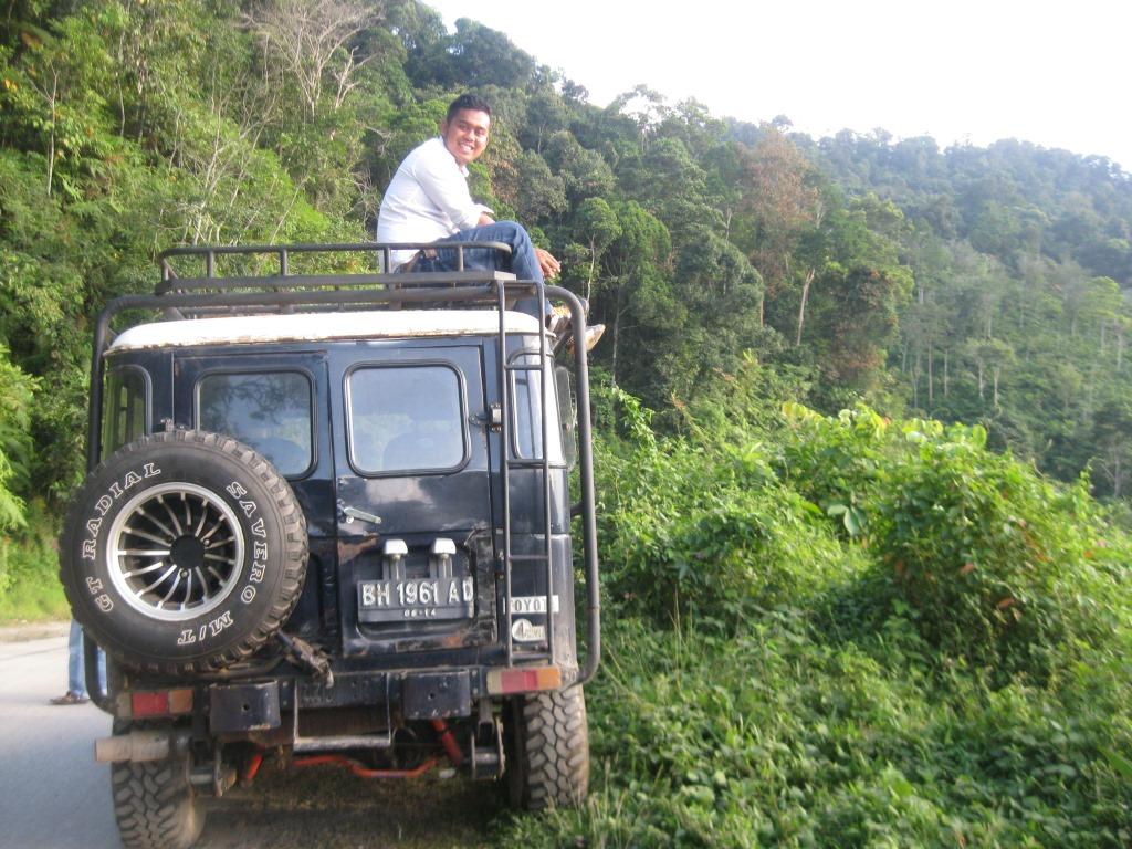 Robert Tim Ekspedisi Penulisan Profil SHK Bukit Parambo. Solok Selatan. Foto KpSHK