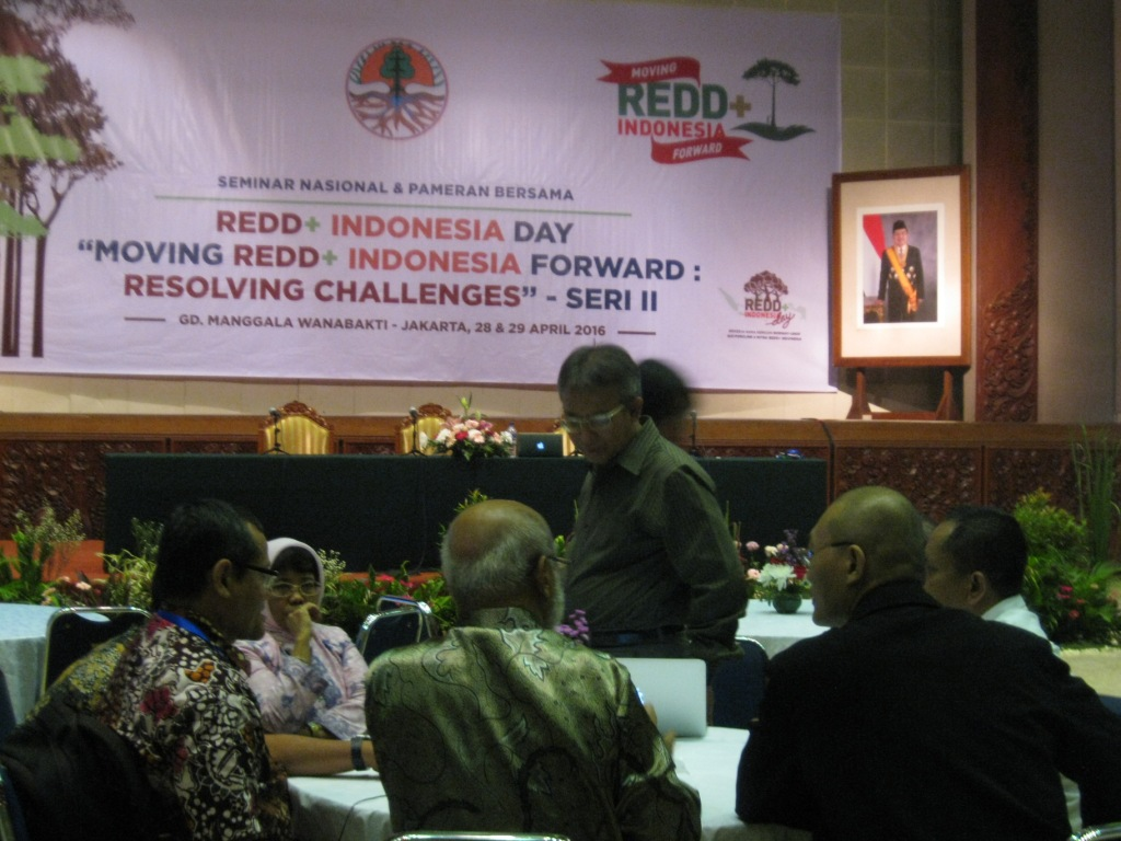 Moving Indonesia REDD+ Forward : Resolving Challenges