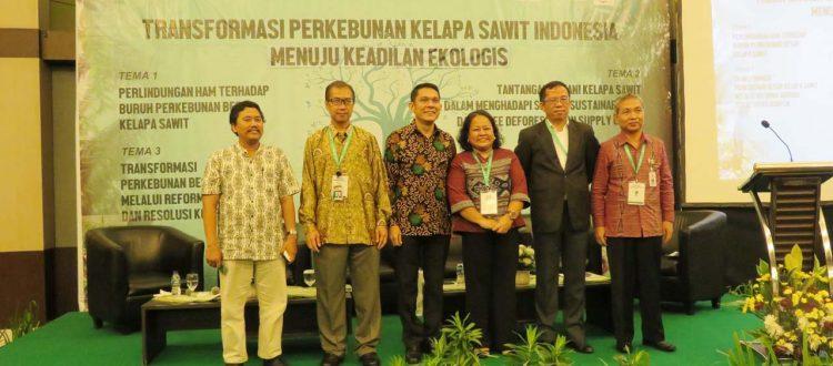 Antara Hak Masyarakat Adat dengan Praktek Perkebunan Kelapa Sawit