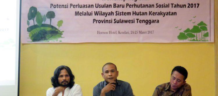 Pembicara pada kegiatan Workshop Potensi Perluasan Usulan Baru PS dari kiri M. Djauhari (Koordinator KpSHK), Salihin (Fasilitator) dan Laode Ali (BAPEEDA)