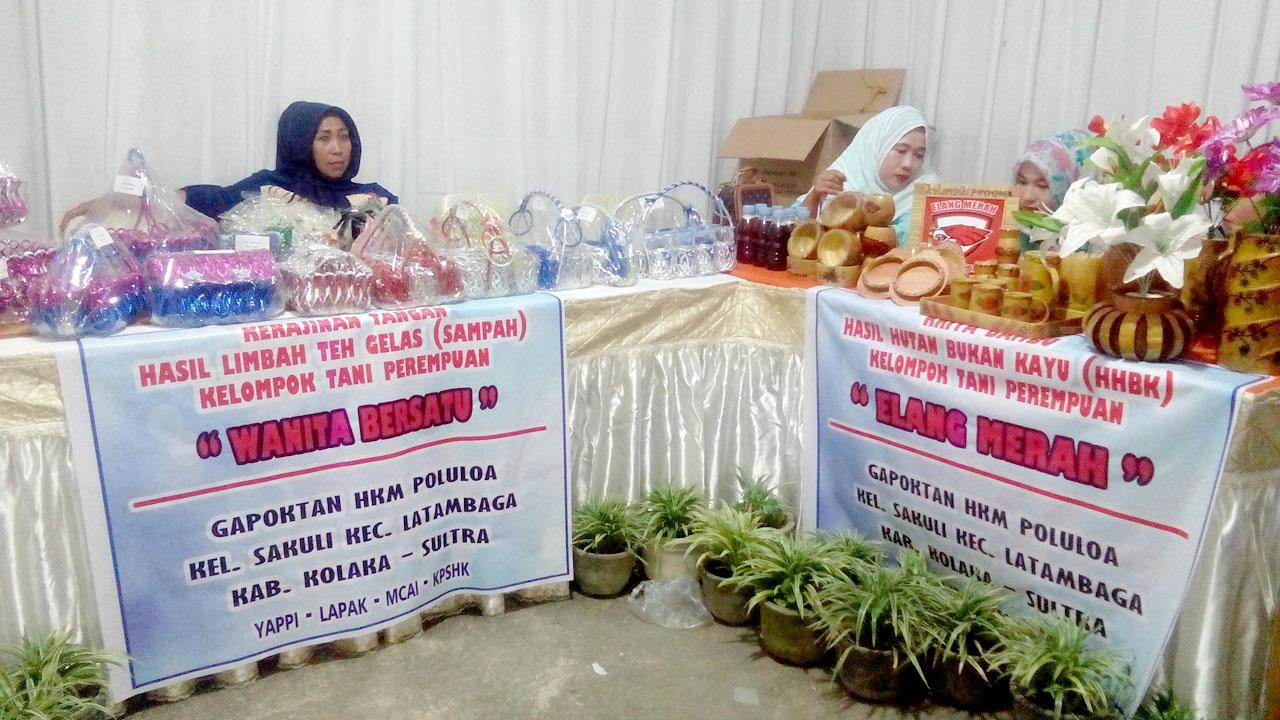 Stand pameran kerajinan tangan KWT Wanita Bersatu dan Elang Merah. Sakuli (25/04/2017).