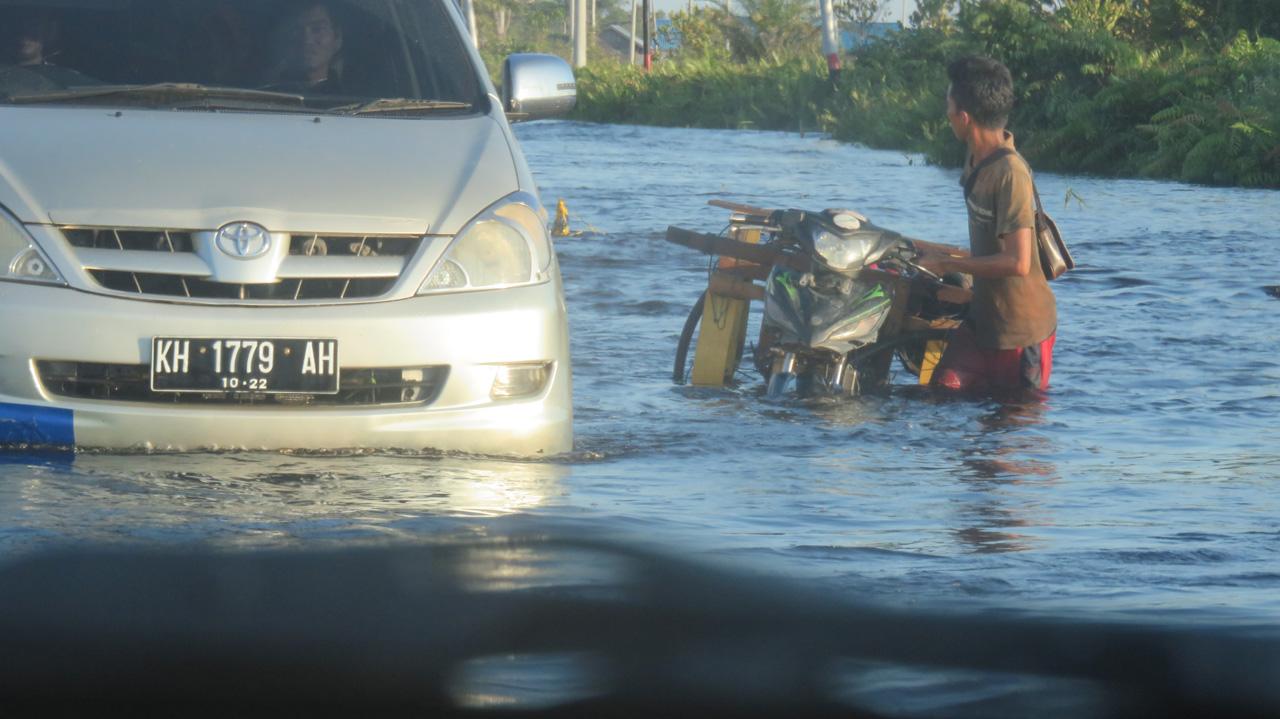 Foto KPSHK. Banjir di Tiawu Desa Bukit Rawi Kec. Kahayan Tengah Kab. Pulang Pisau, Batas Lokasi Blok E Eks PLG (30/04/2018).