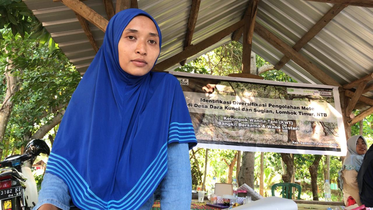 Hadiatun Ketua Kelompok Petani Perempuan Bangkit Bersama di Desa Sugian (Foto Bayou-KpSHK. 26 Fenuari 2019).